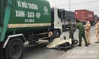 Xe rác lấn làn ép ngã xe máy, cán chết nữ công nhân