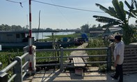 Hàng trăm hộ dân bị ảnh hưởng do sạt lở bờ sông Vàm Cỏ Tây