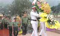 Đoàn công tác Bộ Công an dâng hương tưởng nhớ Bác Hồ, các Anh hùng Liệt sĩ