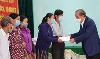Phó Thủ tướng Trương Hòa Bình tặng quà Tết tại Thừa Thiên - Huế