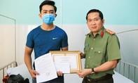 Công an viên bị thương khi vây bắt 2 kẻ nghiện chống đối bằng kim tiêm