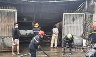 Cháy xưởng ở Sài Gòn, 1 xe tải và 3 xe máy bị thiêu rụi