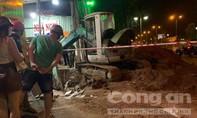 Thi công đường ống nước ban đêm bị sụt đất, 1 công nhân rơi xuống hố tử vong
