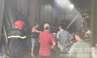 Cháy vựa phế liệu, nhiều hộ dân hốt hoảng sơ tán