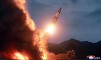 Triều Tiên bất ngờ phóng hai tên lửa tầm ngắn ra biển