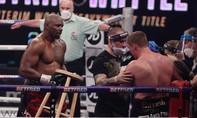Clip võ sĩ lấy ghế cho đối thủ ngồi sau khi thắng knock-out