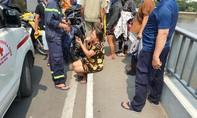 Thanh niên nhảy sông Sài Gòn, người thân chạy đến gào khóc thảm thiết