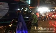 Mưa lớn khiến khu vực cổng 11 và QL51, TP.Biên Hoà ngập nặng