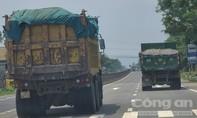 """Thừa Thiên Huế: Người dân bức xúc với xe """"hổ vồ"""" chạy rầm rập trên quốc lộ"""