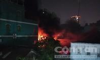 Xưởng nhựa ở Sài Gòn phát hoả cháy dữ dội giữa đêm