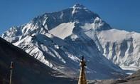 """Chống Covid-19: Trung Quốc lập """"dải phân cách"""" với Nepal trên đỉnh Everest"""