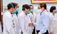 Thủ tướng kiểm tra phòng chống dịch ở 2 bệnh viện tại TPHCM