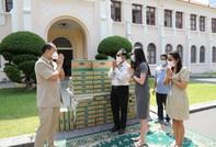 Vinamilk tại Campuchia tặng 1.000 thùng sữa cho người dân đang cách ly