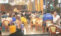 Nhiều quán nhậu, giải khát ở Sài Gòn vẫn đông đúc