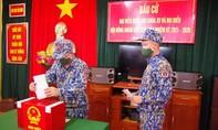 Cán bộ chiến sĩ tàu Cảnh sát biển 8002 bầu cử sớm ở Trường Sa