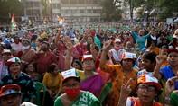 Các bang tại Ấn Độ vẫn kiểm phiếu bầu cử giữa thảm kịch Covid-19