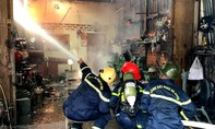 Nổ bình gas, 3 căn nhà bị thiêu rụi