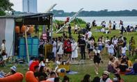 Hà Nội: Cả trăm người tụ tập ăn chơi ngoài bãi sông bất chấp dịch