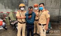 CSGT bắt gọn tên cướp ĐTDĐ khi đang trực chốt kiểm dịch ở cửa ngõ TPHCM