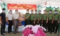 Công an An Giang thăm, tặng quà Hội Khmer – Việt Nam tại 2 tỉnh của Campuchia