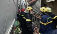 Cảnh sát PCCC dập lửa, tìm thấy 8 thi thể trong căn nhà bốc cháy ở Sài Gòn