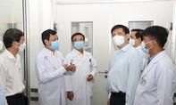 Bộ trưởng Bộ Y tế thăm, động viên y bác sĩ Bệnh viện Chợ Rẫy