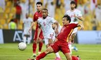 Clip các cầu thủ Việt Nam thi đấu quyết tâm, gỡ 2 bàn sau khi bị UAE dẫn 3-0