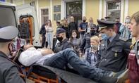 Nhà hoạt động Belarus tự tử ngay giữa phiên toà