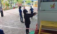 ATM gạo tái hoạt động ở Sài Gòn, người dân vùng dịch xếp hàng nhận gạo