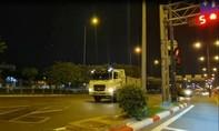 2 tài xế xe ben vượt đèn đỏ gây xôn xao bị CSGT TPHCM phạt 14 triệu đồng