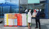Vinamilk tặng món quà sức khỏe đến cán bộ y tế tuyến đầu và gia đình