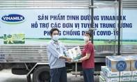 Vinamilk hỗ trợ 48.000 sản phẩm cho tổ công tác lấy mẫu, xét nghiệm của TPHCM