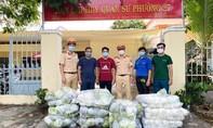 CSGT Công an TPHCM: Tặng 500kg gạo và 6.000kg bắp cải cho bà con cách ly