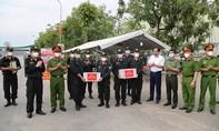 Thăm, động viên CBCS Công an tại các chốt kiểm soát dịch ở Bắc Giang, Bắc Ninh