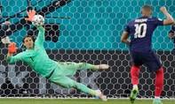Hơn 260.000 người yêu cầu UEFA tổ chức lại trận Pháp gặp Thụy Sĩ
