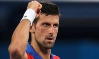 Djokovic thắng dễ tay vợt chủ nhà ở Olympic