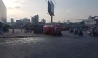 TPHCM: Lật container tại vòng xoay An Lạc, tài xế kẹt trong cabin được cứu