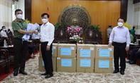 Công an TPHCM tặng 5 máy trợ thở và một số thiết bị y tế đến tỉnh Long An