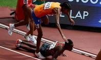 VĐV điền kinh bị ngã vẫn về nhất đường chạy 1500m Olympic