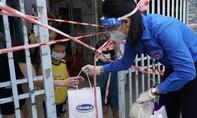 45.000 phần quà được Vinamilk san sẻ khó khăn mùa dịch đến 3 tỉnh, thành