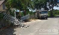 Không cho vào nhà vì dịch bệnh, thanh niên dùng xe tải ủi sập cổng