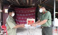Công an tỉnh Tây Ninh thăm, tặng quà các gia đình khó khăn