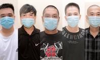 """Phá """"boong ke"""" ma túy có nhiều dao, súng và 8 con chó béc giê canh giữ"""