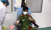 Ba cán bộ chiến sĩ Công an hiến máu cứu bé gái bị suy tuỷ xương