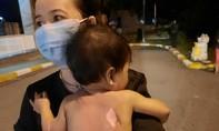 Công an đưa bé gái bị bỏng nặng đi cấp cứu, còn tặng gạo, sữa