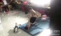 Phẫn nộ với clip bé trai bị người đàn ông bạo hành ở Bình Dương