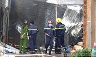 Bình Dương: Cháy xưởng mút xốp vắng chủ, nhiều nhà dân hú vía