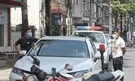 Vây bắt 2 thanh niên 'ngáo đá' chạy ôtô lạng lách, vượt chốt kiểm soát
