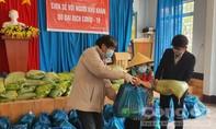 Nhóm phóng viên thường trú tại Lâm Đồng tặng quà các hoàn cảnh khó khăn