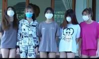 5 thiếu nữ cùng nhóm bạn trai thuê nhà nghỉ mở 'tiệc bay lắc'